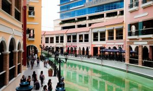 Venice Grand Canel mall ở McKinley Hill, Taguig City
