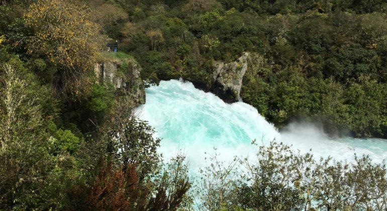 Road Trip vòng quanh New Zealand (7): Ghé thăm Taupo và thác Huka