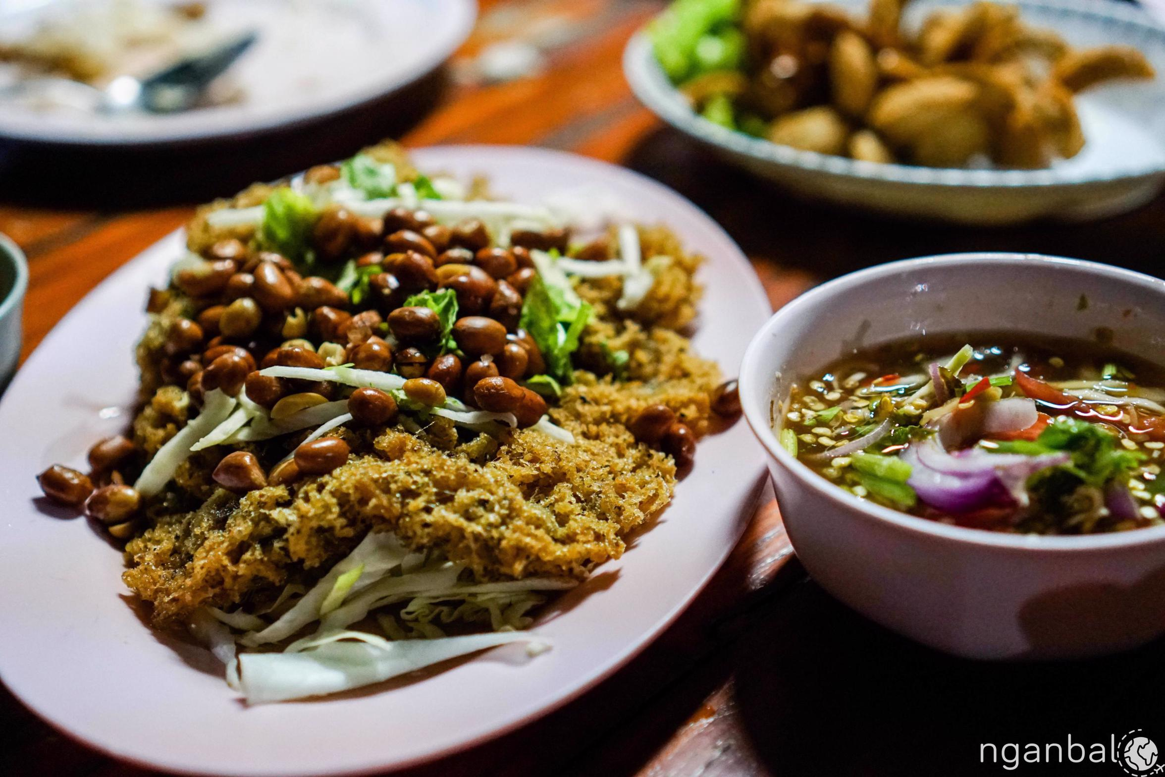Đi ăn cùng gia đình người Thái Lan
