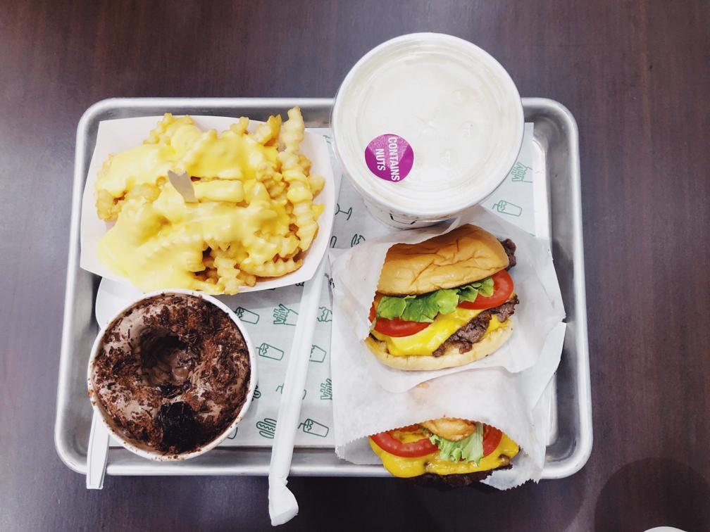 Burger Shake Shack ở BGC Metro Manila