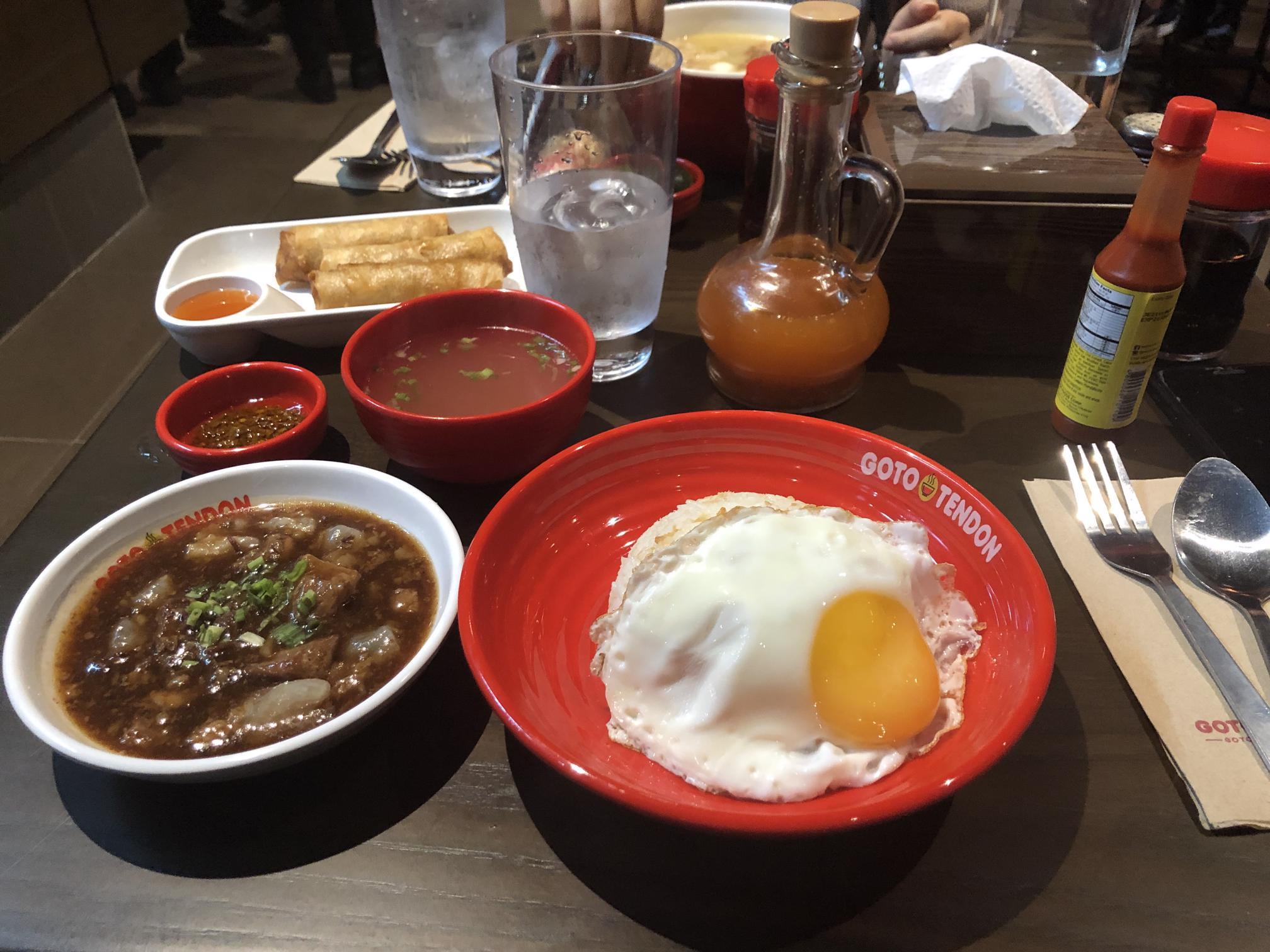 Một số quán ăn rẻ ở Bonifacio Global City, Manila, Philippines