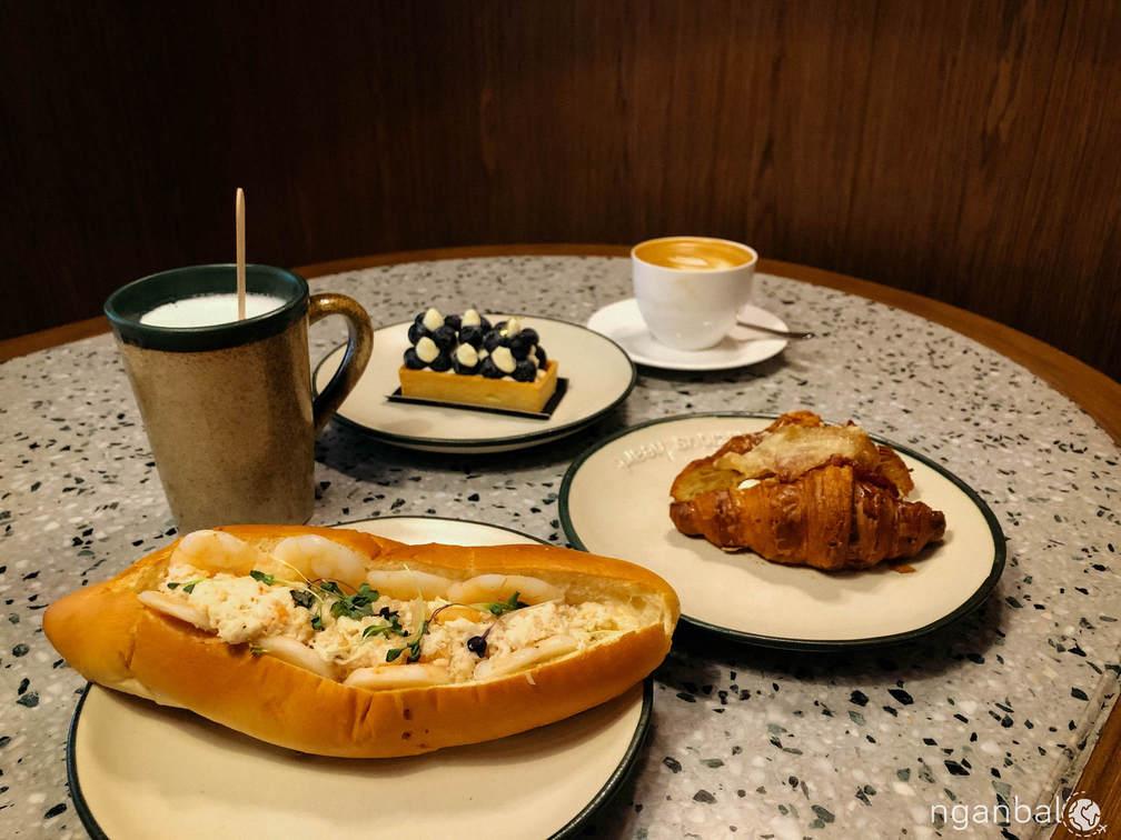 Bake House: Tiệm bánh nhỏ xinh ở Bonifacio City, Metro Manila